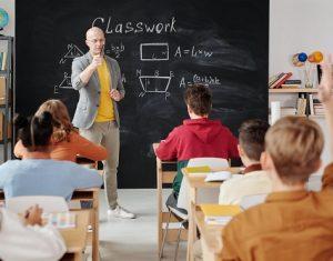 Trẻ em Tiểu học học bao nhiêu là đủ và nên học những gì?