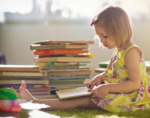 Hướng dẫn cha mẹ cách rèn thói quen đọc sách cho con trẻ