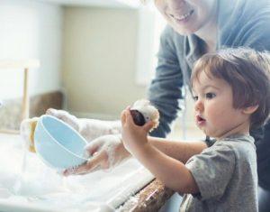 Mách bạn cách dạy trẻ làm việc nhà để học hỏi kỹ năng sống