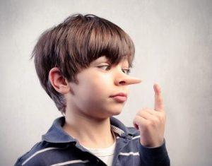 Nguyên nhân và cách xử lý tình huống con trẻ nói dối cha mẹ