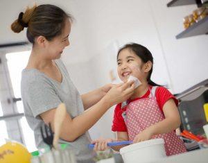 Góc cha mẹ: Cách dạy trẻ làm việc nhà để học hỏi kỹ năng sống