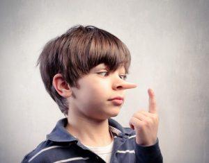 Cách xử lý khéo léo tình huống con trẻ nói dối cha mẹ