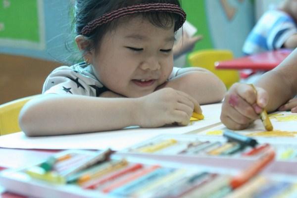 Học vẽ giúp trẻ tránh khỏi ảnh hưởng xấu của việc xem tivi và chơi điện tử