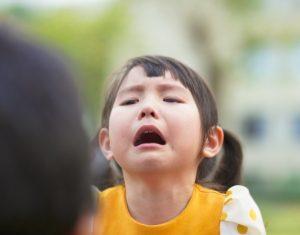 Hướng dẫn cha mẹ xử lý tình trạng con trẻ thường xuyên ăn vạ