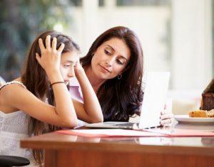 Phải làm gì khi khoảng cách giữa cha mẹ và con cái ngày càng xa?