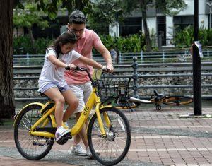 Mách cha mẹ 4 giải pháp để rút ngắn khoảng cách với con cái