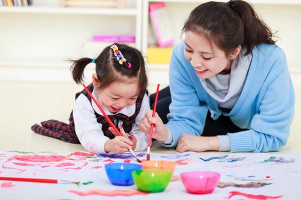 Cha mẹ có thể làm gì để kích thích sự phát triển ở trẻ