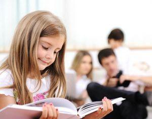 """Cách giúp bé giỏi Tiếng Anh hơn khi bố mẹ là """"bạn học"""""""